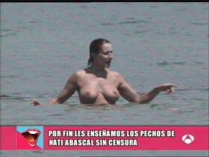 Los hermosos pechos de Nati Abascal al desnudo