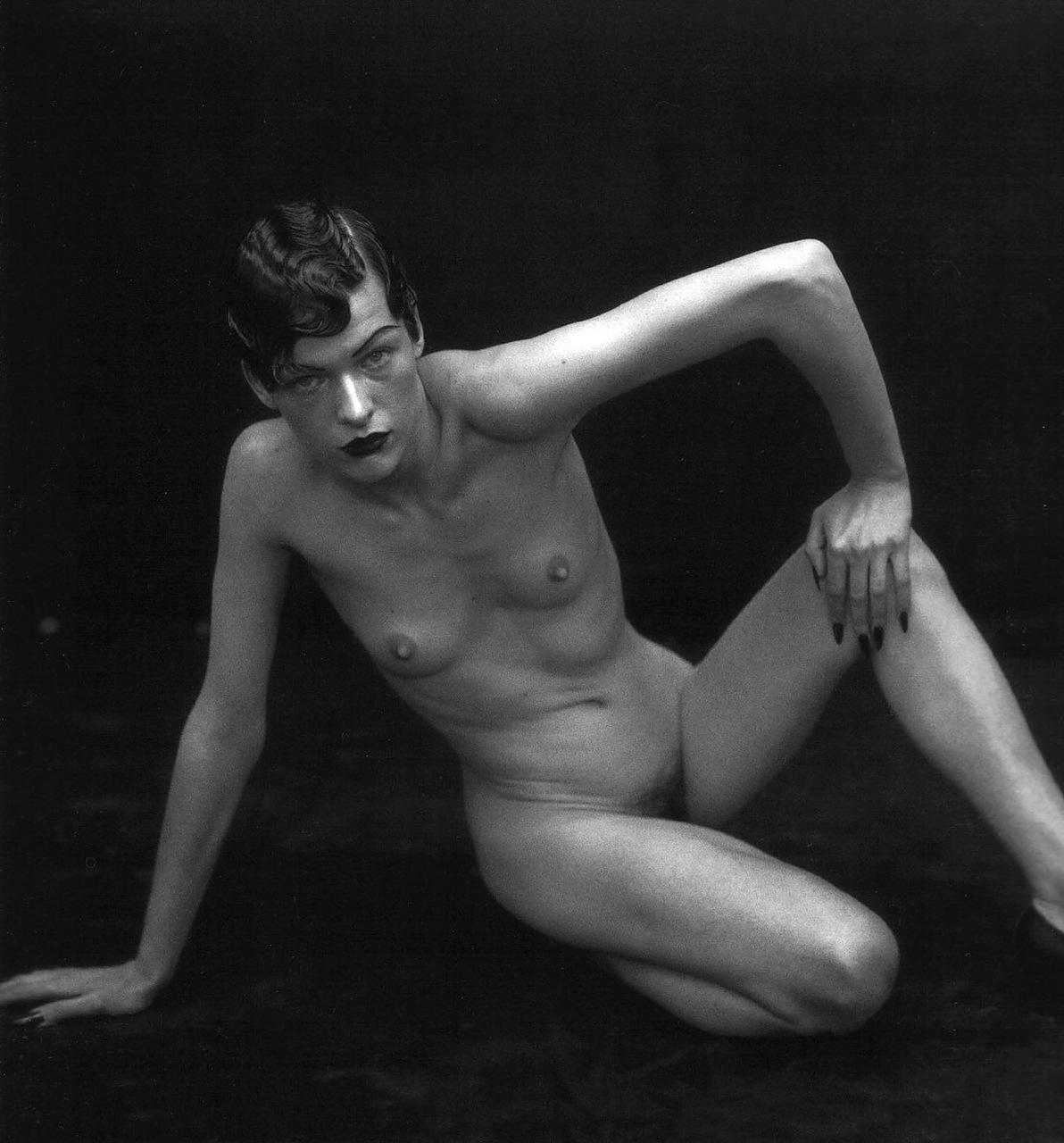 Milla Jovovich Bien Desnuda