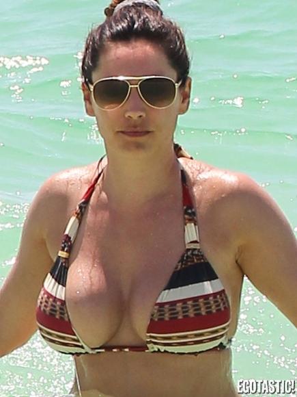 kelly-brook-topless-in-a-bikini-in-cancun-10
