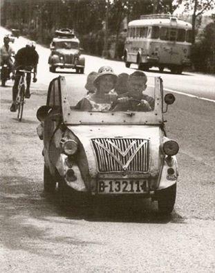Gracias a la oligarquía y a su casta ejecutora, España regresa a los buenos tiempos del biscúter, 1962