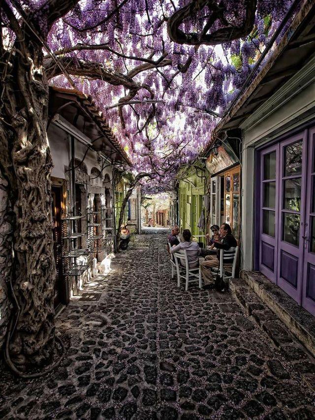 Molyvos, en la isla de Lesbos, Grecia