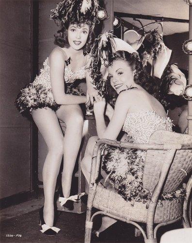 Broadway - 1942 película Anne Gwynne y Janet Blair (derecha)