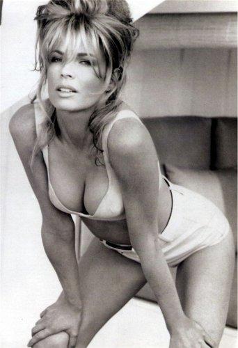 Kim Basinger - 1977