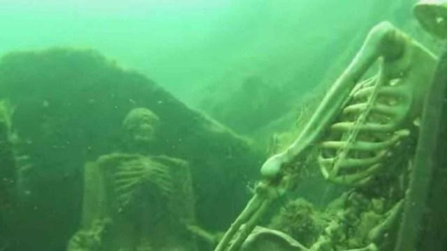 a-esqueleto-fondo-del-mar